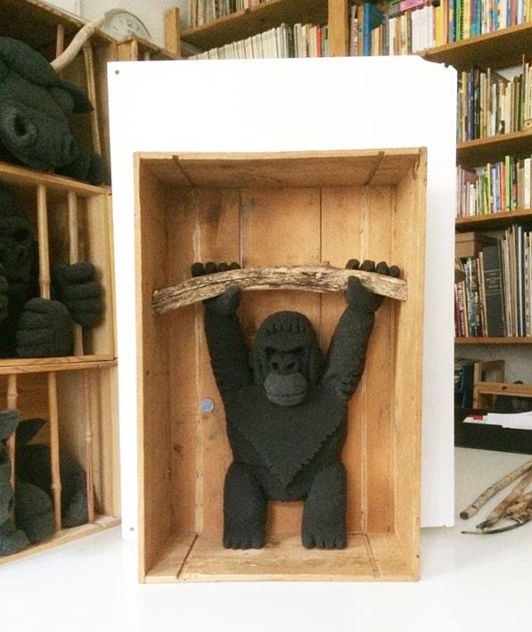 sculture - orango in gabbia